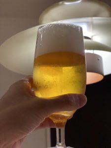ビールを飲むのが好きなお兄さん